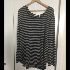 🔥2/$15🔥 Black and Grey long sleeved top